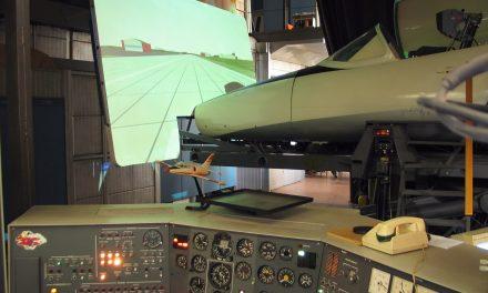 Seminario de cultura aeronáutica en Titiribí