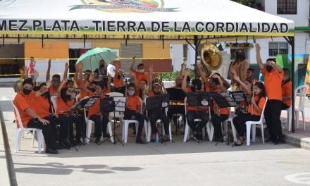 Entrega de dotación de instrumentos de música en Gómez Plata