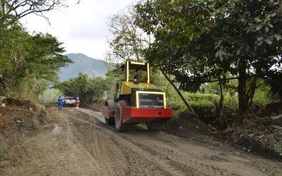Mantenimiento en la vía Anorí-Campamento