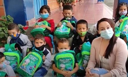 Cursos y kits escolares para San Andrés de Cuerquia