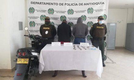 Capturan a dos presuntos responsables de asesinar a un joven de 17 años en La Ceja