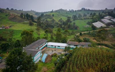 Tres escuelas del Oriente serán intervenidas por la Gobernación