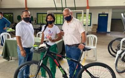 Reciben bicicletas gratuitas 34 estudiantes de Valparaíso