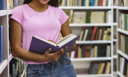 Nueva colección de libros llega a la Biblioteca de Copacabana