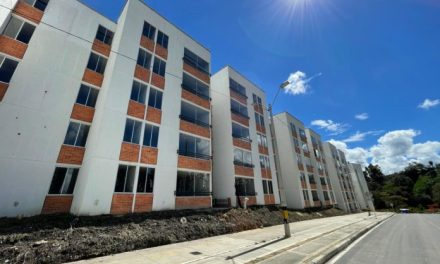 En Rionegro entregaron vivienda propia a 55 familias