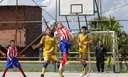 Con torneos barriales, el INDER Medellín llega a más de 17 mil personas