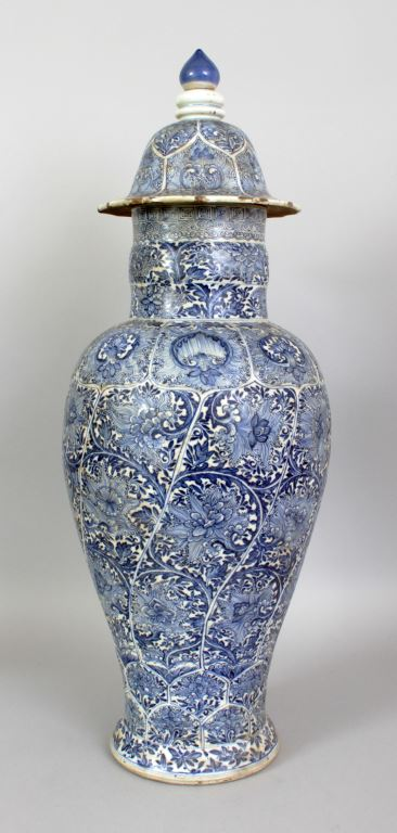 A large Chinese Kangxi period blue & white porcelain vase and cover, circa 1700, 24in(61cm) high overall. Estimate £3000-5000