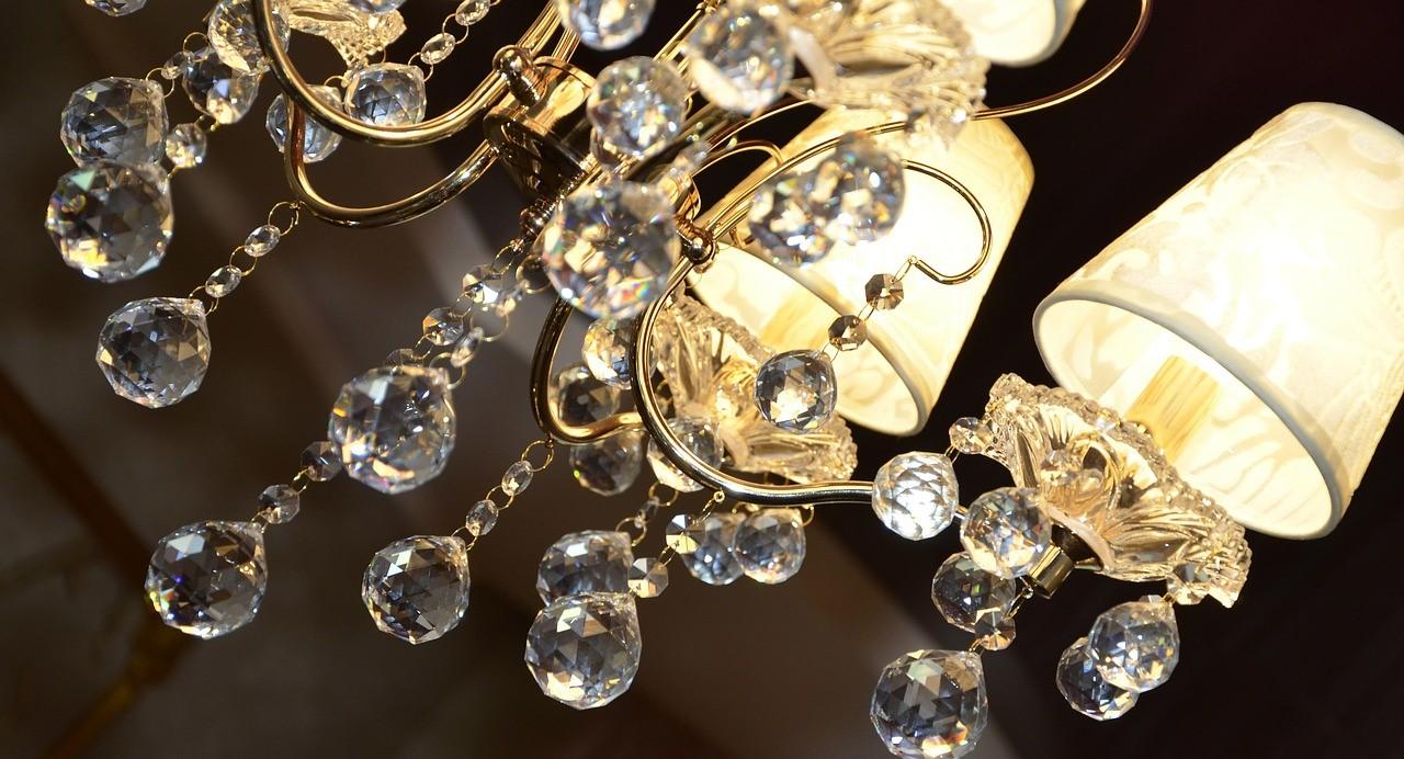 Lampadario/sospensione 3 luce in metallo verniciato con polvere epossidica colore nero. Lampadari Antichi Per Illuminare L Arredamento Contemporaneo
