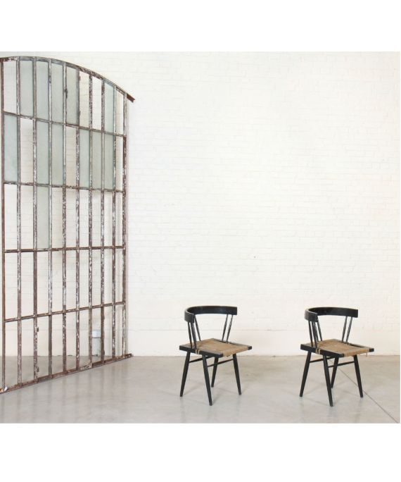 """Ensemble de deux fauteuils """"grass-seated"""" dans le goût de George Nakashima (1905-1990)"""