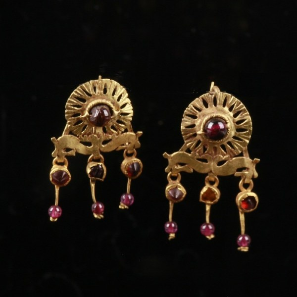 Roman Gold Earrings with Garnets