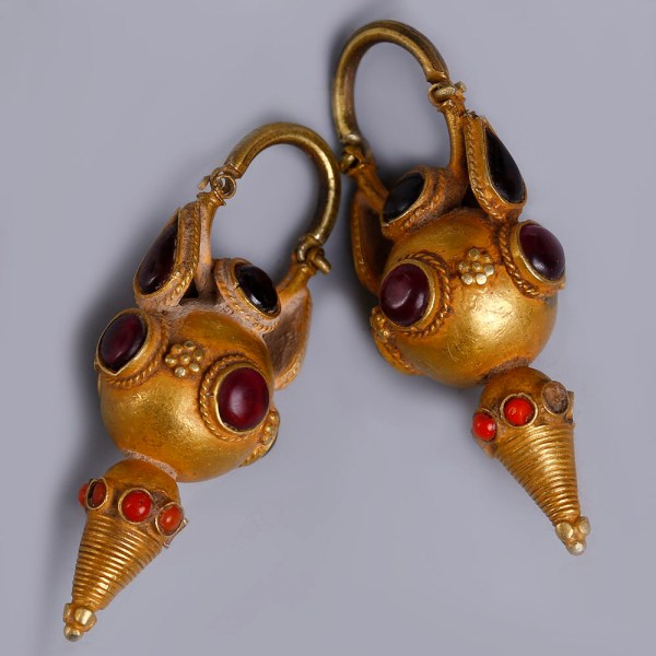 Parthian Gold Earrings with Garnet and Hardstones
