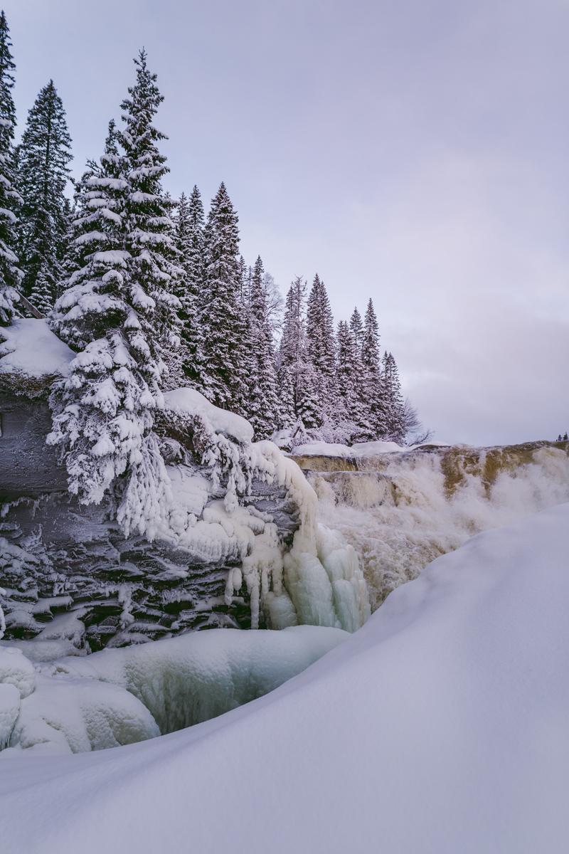 vinter fruset vattenfall åre
