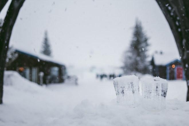 Yrande snö och ohämmad sol på Ishotellet i Jukkasjärvi
