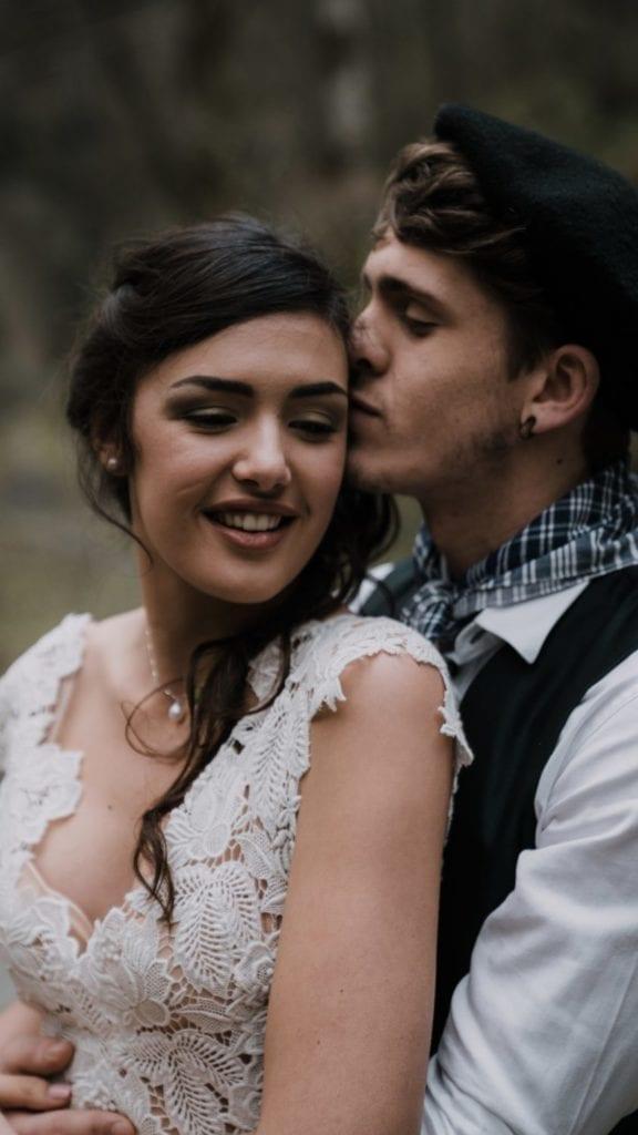 Couple de mariés pays basque photographe professionnel mariage en Bretagne