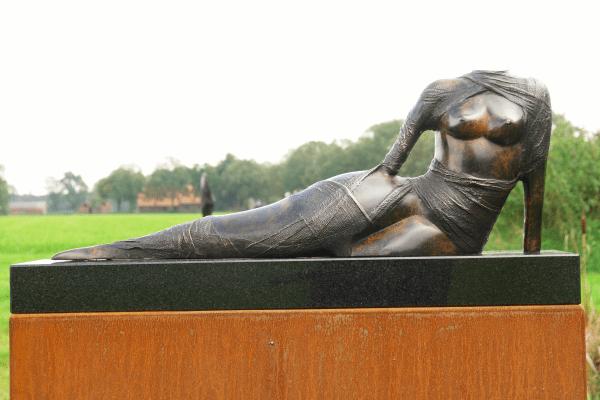 Aphrodite II H. 25 x B. 60 cm