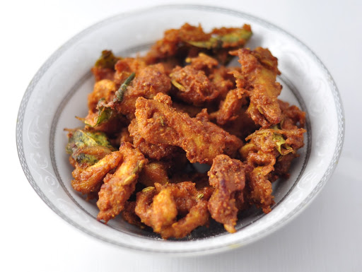 CHICKEN PAKORA (PAKODA) RECIPE – CRISPY AND DELICIOUS SNACK IN 20 MINS