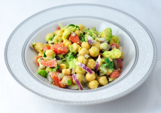 CHICKPEA SALAD WITH TOMATO AND AVOCADO (5 MINS)