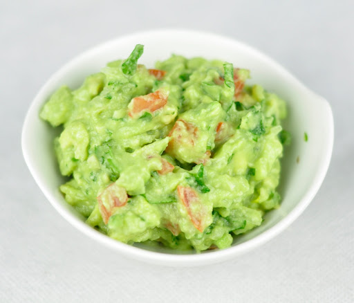 HOW TO MAKE GUACAMOLE – A HEALTHY DIP IN 5 MINS