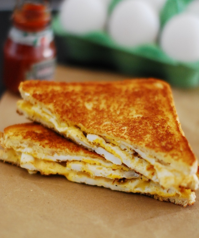 grilled-egg-and-cheese-sandwich