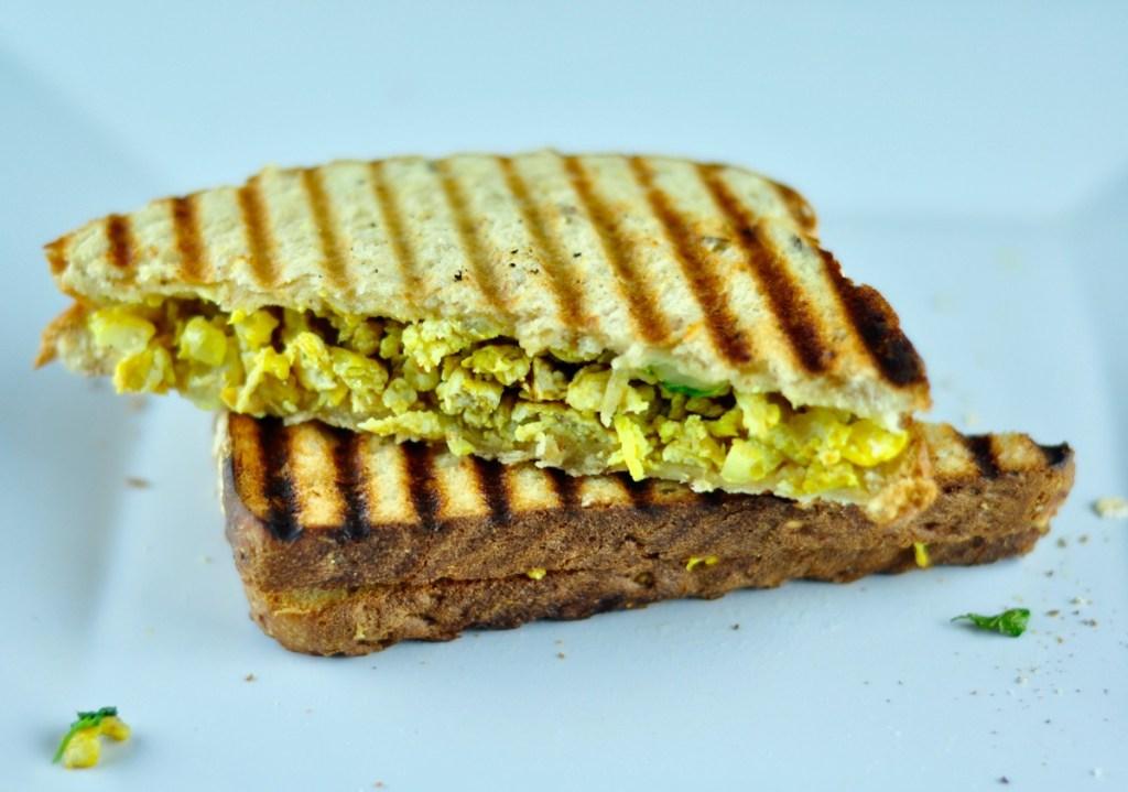 How to make scrambled egg sandwich