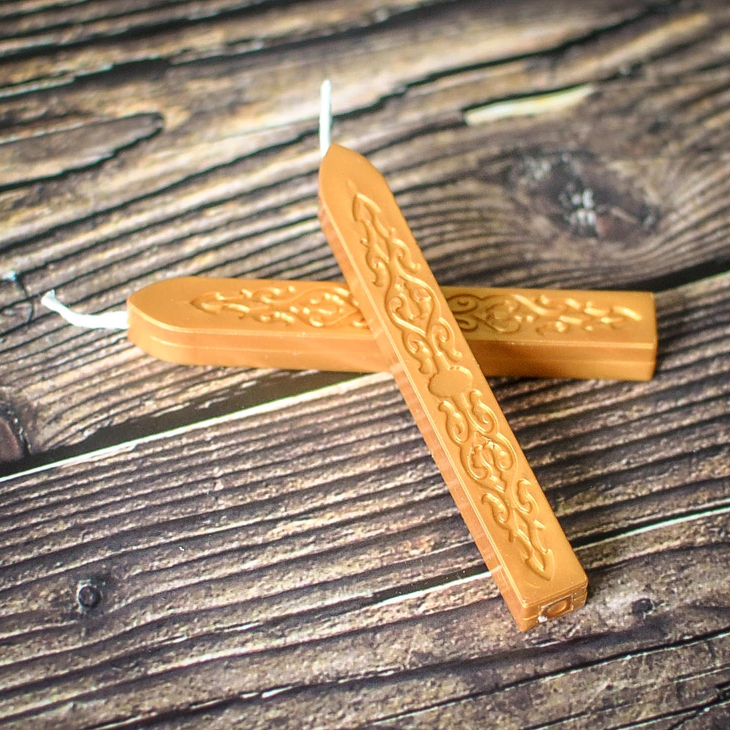 Vaško lazdelė su knatu Aukso spalvos