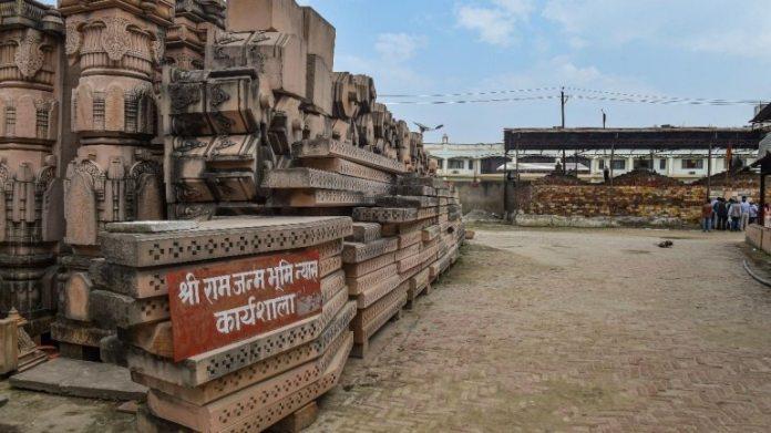 अयोध्या में राम जन्मभूमि न्यास कर्यशाला में ईंट की नक्काशी की फाइल
