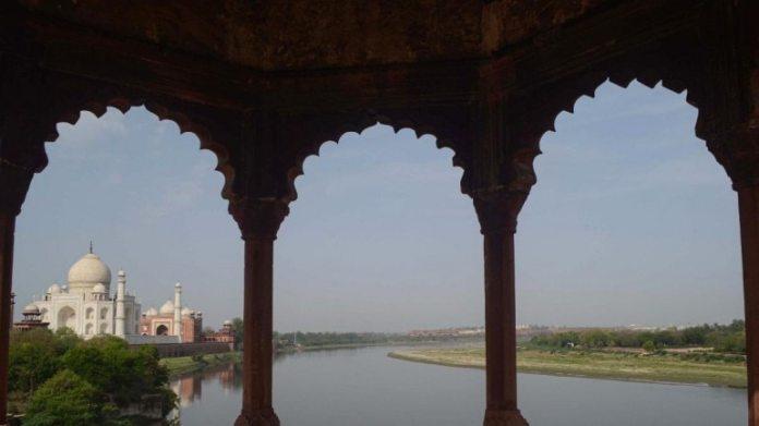 आगरा में ताजमहल की फाइल फोटो