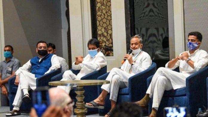 एआईसीसी के महासचिव अविनाश पांडे, आरएस उम्मीदवार केसी वेणुगोपाल, राजस्थान के सीएम अशोक गहलोत और डिप्टी सीएम सचिन पायलट 12 जून को जयपुर में एक संवाददाता सम्मेलन में