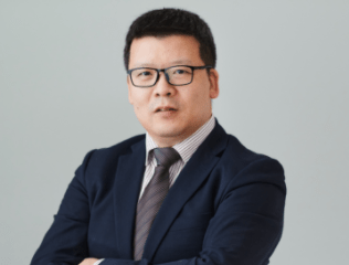 डॉ। काओ हुई यूरोप में बाजार की गतिविधियों के लिए हुआवेई नीति के प्रमुख हैं।