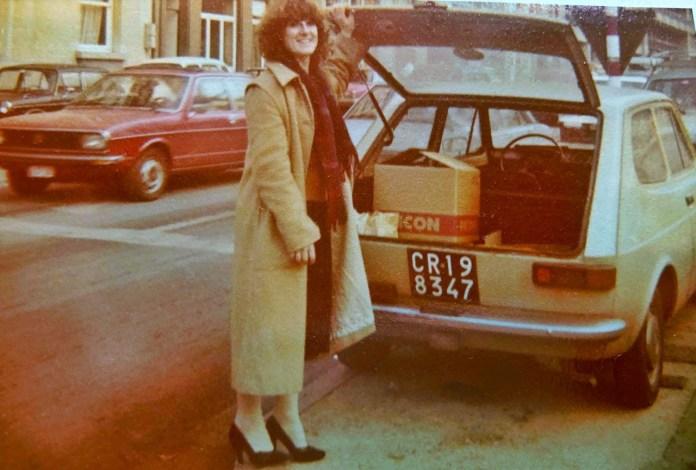 1979 में ब्रसेल्स में बीप सेवेरागिनी की हेज़लनट फिएट 127, जोआना के साथ