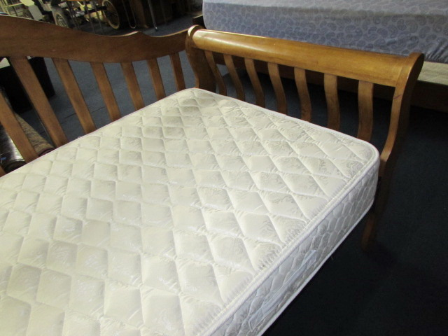 Daybed With Twin Sealy Posturepedic Mattress