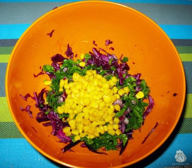 Салат из краснокочанной капусты с кукурузой (7)