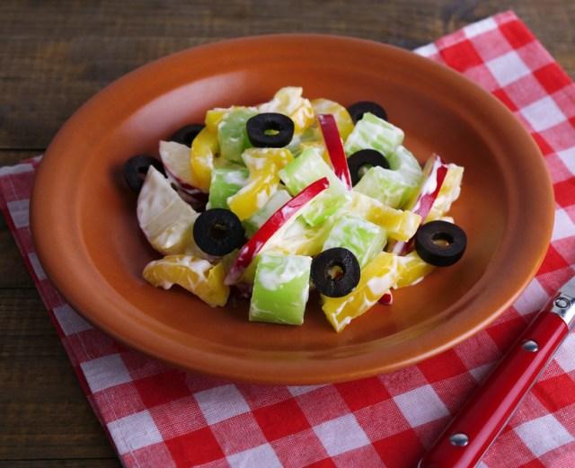 Салат с сельдереем и болгарским перцем