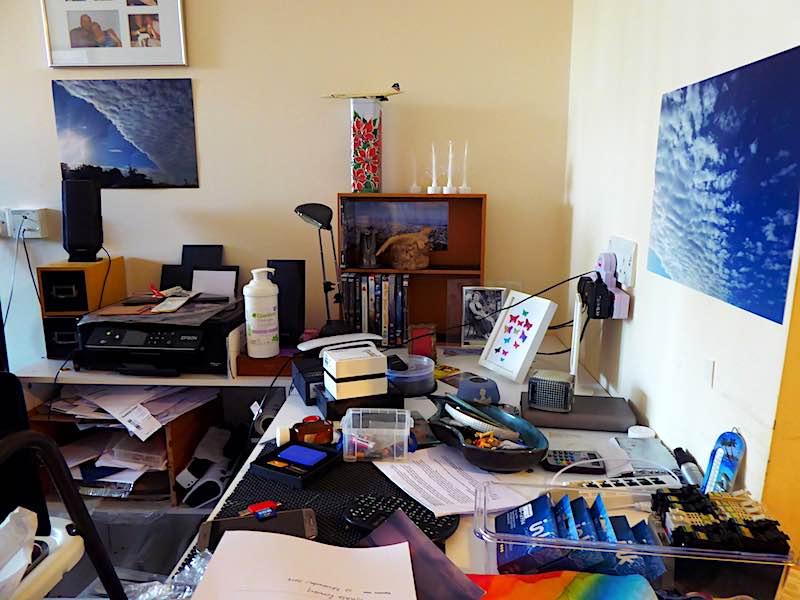 sheltered accommodation - desk, IT