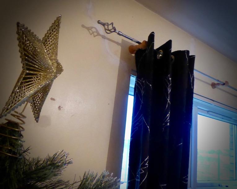 chirstmars tree and star near window