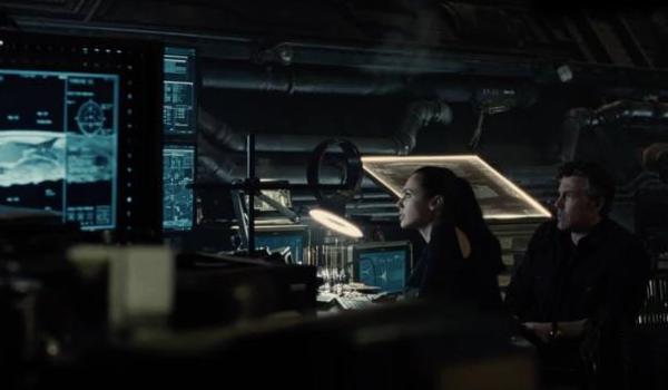 justice-league-movie-image-batman-wonder-woman cropped