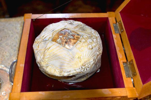 Craniu de Nou Mucenic de la Aiud izvorand mir la biserica Palatului Mogoșoaia