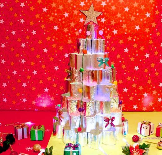 árbol de navidad con tubos de carton
