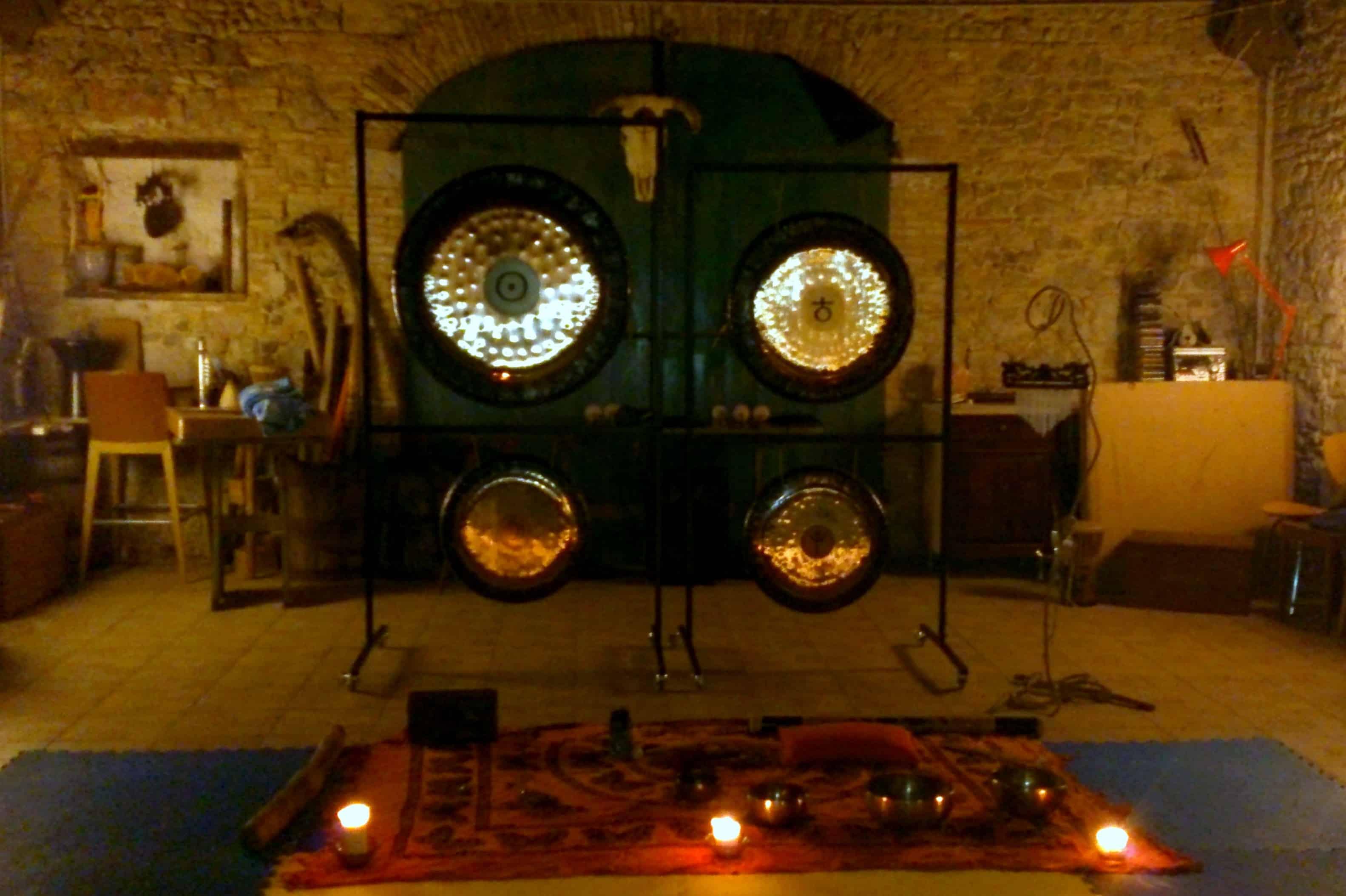 Il bagno di gong un viaggio interiore a passeggio - Bagno di gong effetti negativi ...