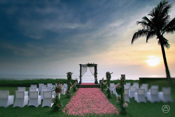 apel photography - Wedding at W Hotels Seminyak - Bali Wedding Photographers - Photogapher Bali - Nusa Penida Photographers (14)