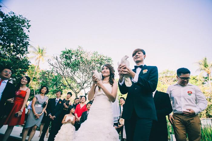 Destination Wedding photography at Kayu Manis Villas Bali Indonesia - bali wedding Photography - Lembongan Nusa Penida Photography - Profesional Photographers In Bali - Wedding - Prewedding - engagement (55)