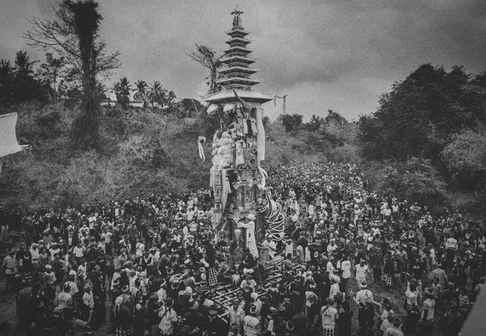 Apel Photography - Street Photography - Journalist Photographers - Bali Masive Cremationan Ceremony - Ngaben di Nusa Penida - Bali Monochrome Photographers (24)