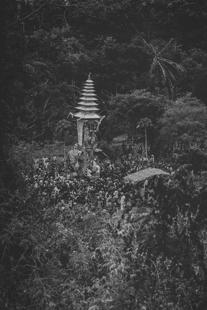 Apel Photography - Street Photography - Journalist Photographers - Bali Masive Cremationan Ceremony - Ngaben di Nusa Penida - Bali Monochrome Photographers (34)