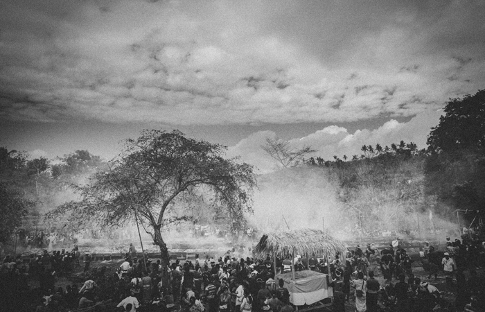 Apel Photography - Street Photography - Journalist Photographers - Bali Masive Cremationan Ceremony - Ngaben di Nusa Penida - Bali Monochrome Photographers (45)