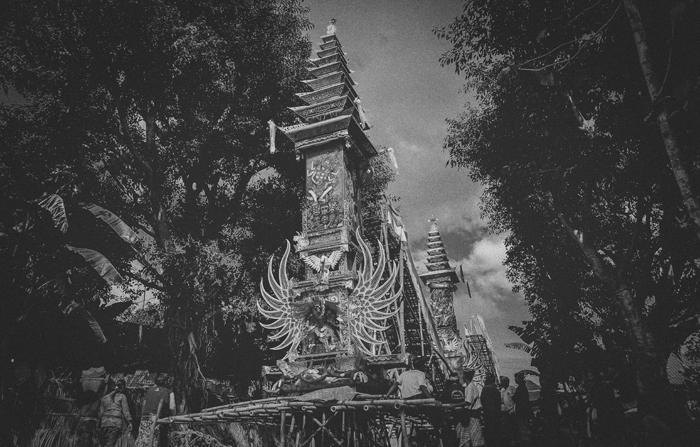 Apel Photography - Street Photography - Journalist Photographers - Bali Masive Cremationan Ceremony - Ngaben di Nusa Penida - Bali Monochrome Photographers (8)