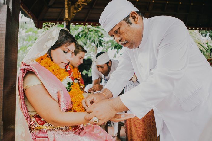 BaliWeddingPhotography - Wedding at Whotels - WRetreatandSpaBali - apel photography - indian ceremony hindus - photographers based in bali (21)