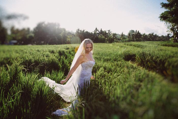 apelphotography - baliphotographers - weddingphotographers - honeymoonphotoinbali - postweddinginbali - baliweddingphotography (11)