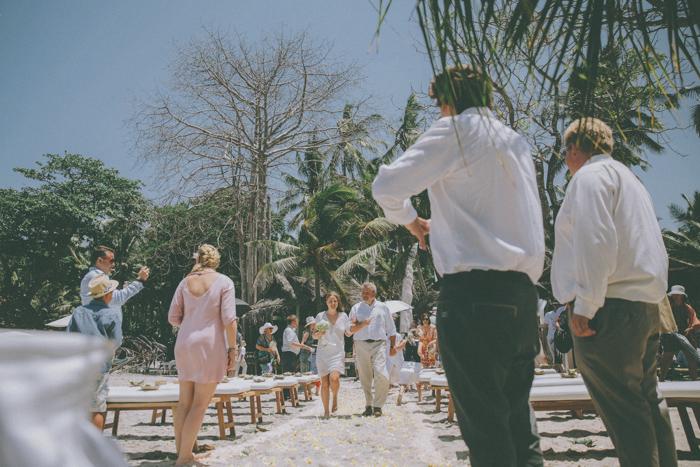 baliweddingphoto – weddingphotographers – destinationweddingbali – whitesandwedding – campuhanvillawedding – bestweddingphotographers (28)