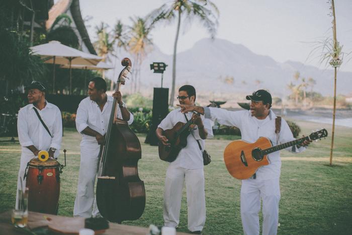 baliweddingphoto – weddingphotographers – destinationweddingbali – whitesandwedding – campuhanvillawedding – bestweddingphotographers (75)