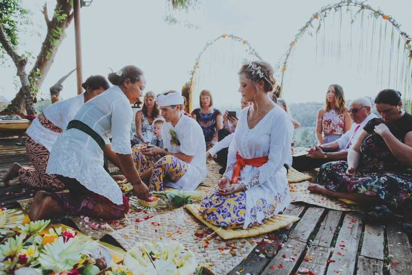 ApelPhotographyh-bambuindahwedding-ubudweddingphotographers-baliweddingphotograhpers-bestphotographersinbali-junebugwedding-lombokphotographers-84
